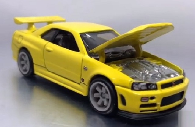 hot_wheels_33rd_annual_collectors_convention_nissan_skyline_gtr_carded-hood-up